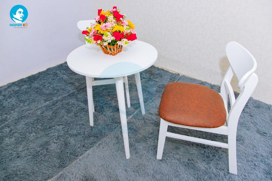 Bàn cafe tròn 2 ghế chân tiện - Màu trắng 2