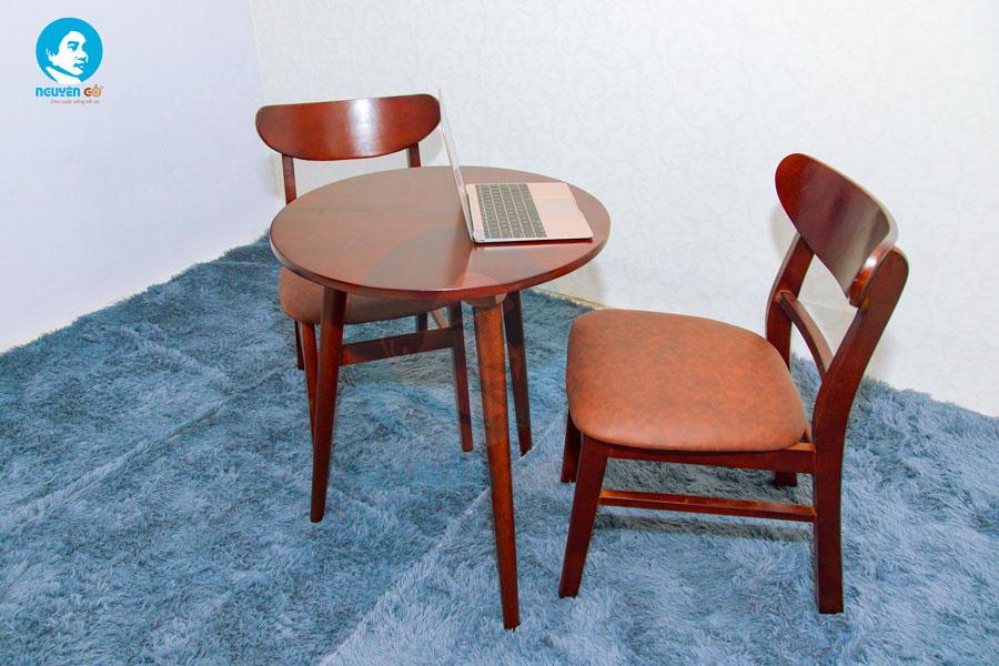 Bàn cafe tròn 2 ghế chân tiện - Màu nâu 3