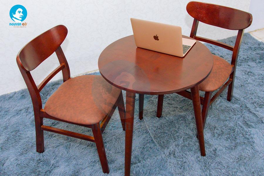 Bàn cafe tròn 2 ghế chân tiện - Màu nâu 2